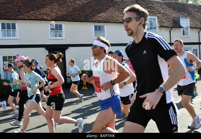 Läufer im Jahr 2009 Shakespeare Marathon und Halb-Marathon, UK Stockbild
