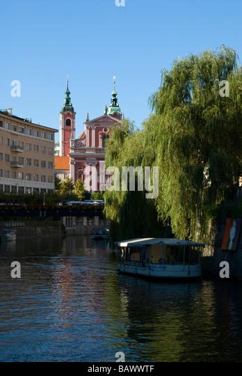 Verschiedene Baustile entlang des Flusses Ljubljanica Stockbild