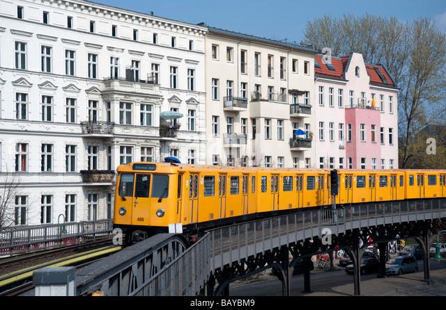 Erhöhten Teil der Berliner S-Bahn Bahnhof in Kreuzberg Berlin Stockbild