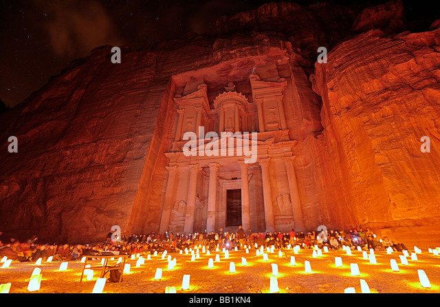 Petra bei Kerzenschein Stockbild