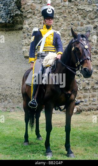 Husaren 1815 Reenactment Soldat Dragoner Regiment Pferd Reiten berittene militärische Kostüm Uniform Anfang Stockbild