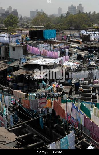 Ansicht von Dhobi Ghats mit Mumbai Skyline im Hintergrund - Stock-Bilder