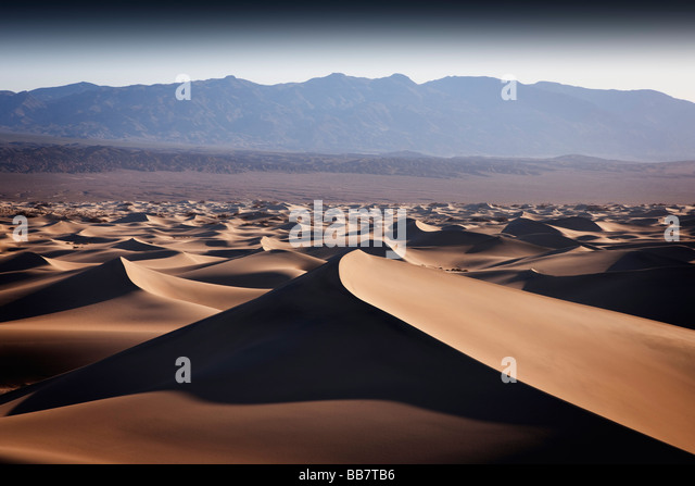 Die Mesquite Sand Dunes in Death Valley Nationalpark in Kalifornien, USA Stockbild
