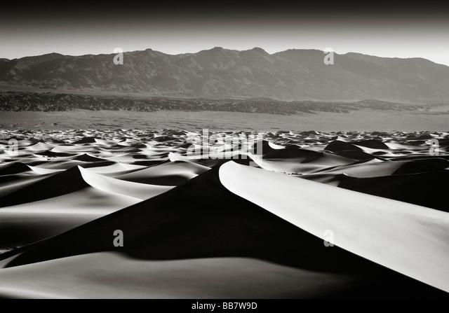 Die Mesquite Sand Dunes in Death Valley Nationalpark in Kalifornien, USA Stockbild