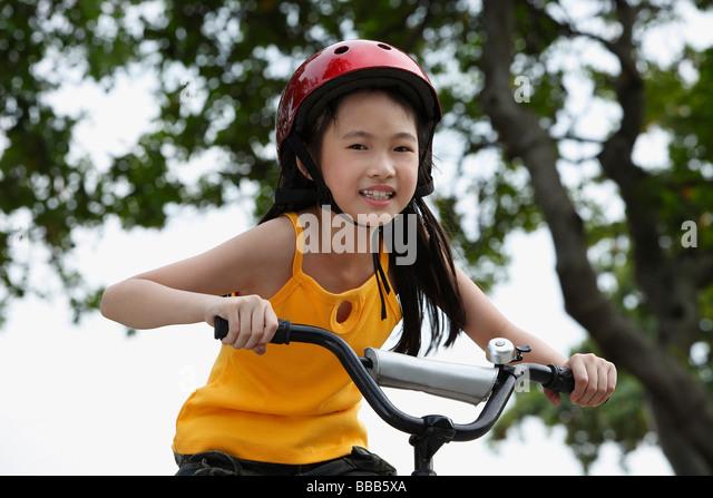 Junge Mädchen Reiten Fahrrad Stockbild