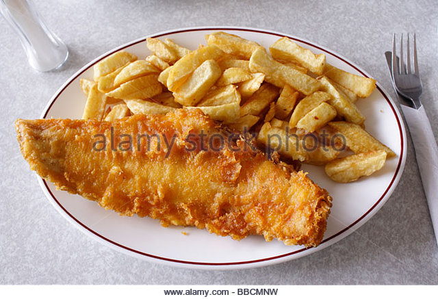 Traditionellen Fish And Chips in einem Strand-Café, Hastings, East Sussex. England Stockbild