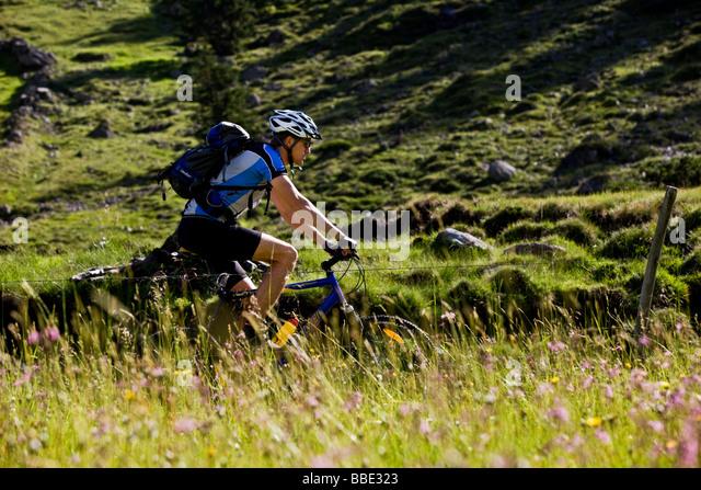 Mountain Biker, Alpbachtal, Nord-Tirol, Austria, Europe Stockbild