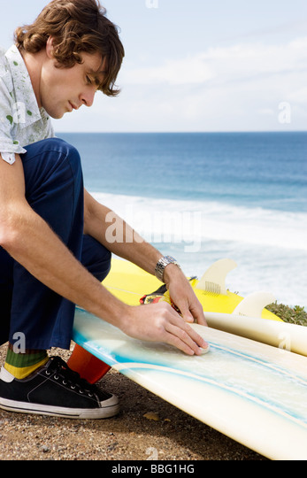 Surfer Wachs board Stockbild