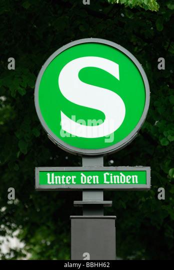 Berlin-Deutschland-S-Bahn-Zeichen Unter Den Linden Stockbild