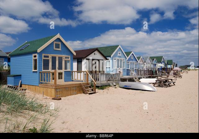 Eine Reihe von großen Deluxe Strandhütten Stockbild