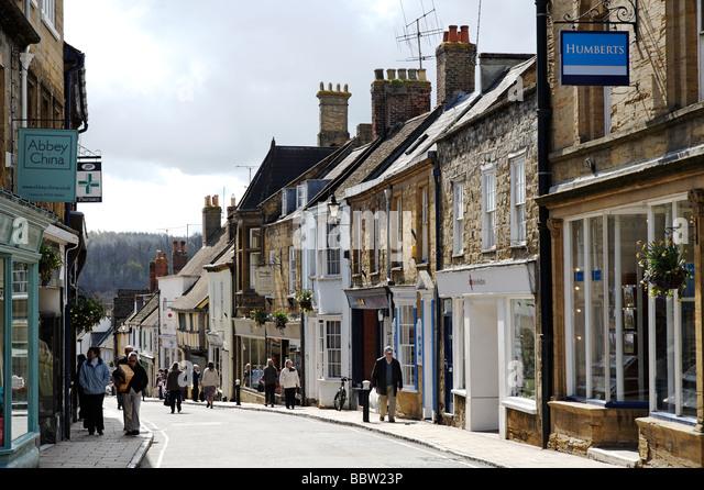 Blick auf die günstige St High Street in Sherborne Dorset South West England UK Stockbild