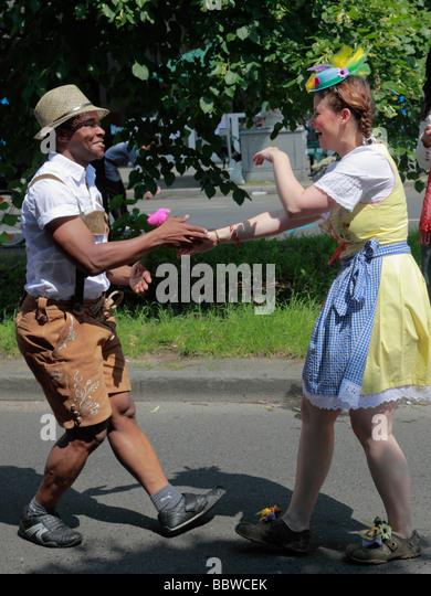 Deutschland Berlin Karneval der Kulturen frohe Tänzer Stockbild