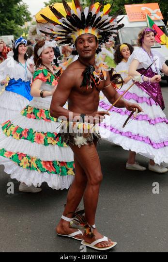 Deutschland Berlin Karneval der Kulturen Gruppe von Tänzern Stockbild