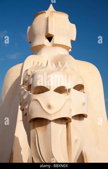 Schornsteine auf Casa Mila von Antoni Gaudi Barcelona Spanien Stockbild