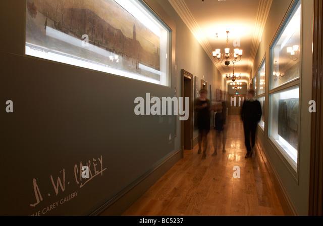 die Menschen gehen über die J-w Carey Galerie Korridor im Inneren des frisch renovierten Ulster Hall Veranstaltungsort Stockbild