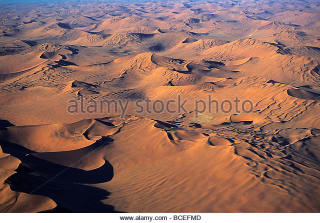 Eine Luftaufnahme der namibischen Wüste. Stockbild