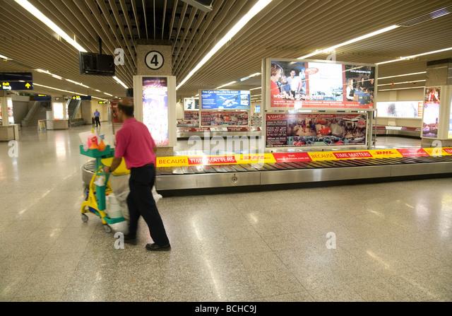 Leere Gepäckausgabe Förderbänder, Ankünfte, internationalen Flughafen Malta, Malta Stockbild