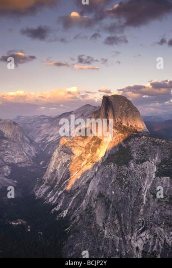 USA, California, Yosemite-Nationalpark, Glacier Point, der Half Dome Berg und Yosemite Valley anzeigen Stockbild