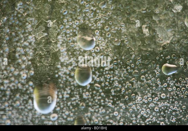 Sprudelnde Wasseroberfläche, extreme Nahaufnahme Stockbild