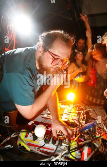 Dan Deacon erhält die Masse geht mit seinen psychedelischen elektronische Musik-Marmelade. Stockbild
