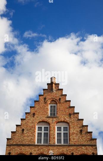 Traditionellen alten belgischen Haus Detail Stufengiebel und Fenster in Belgien, Europa Stockbild