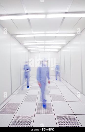 Wissenschaftler in einer Laborumgebung Stockbild