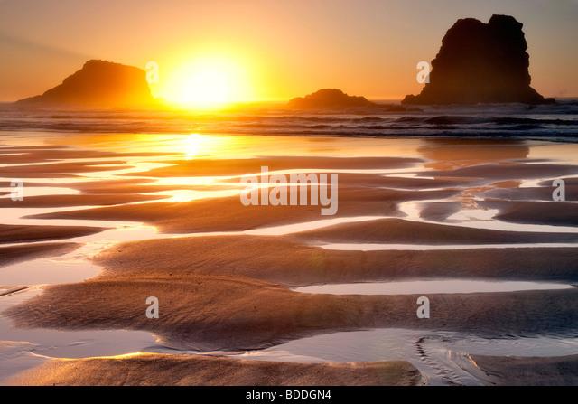 Sonnenuntergang mit Ebbe reflektierenden Pools. Samuel H. Boardman State Scenic Korridor. Oregon Stockbild