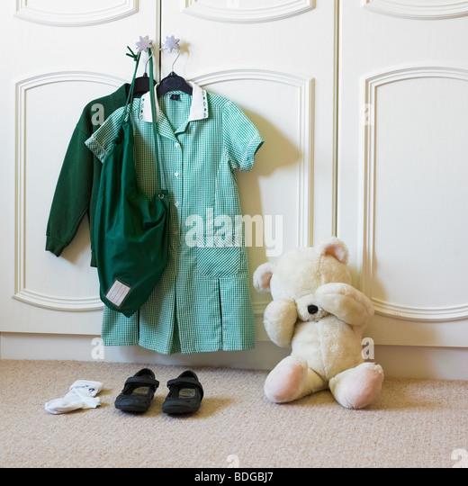 Ersten Schultag mit verärgert Teddybär. Stockbild