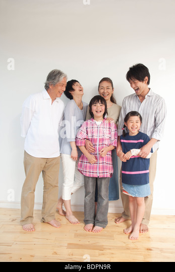 Multi-Generation Familie lächelnd Stockbild
