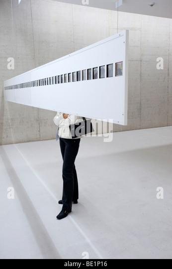 Ausstellung für moderne Kunst in stillgelegten Straßentunnel genannt Kunst Im Tunnel in Düsseldorf Stockbild