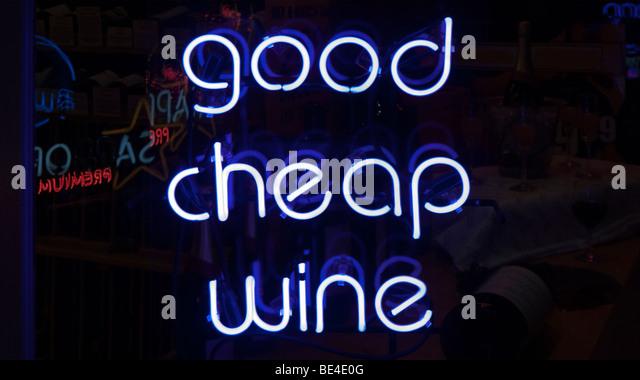 Leuchtreklame guten billigen Wein zu fördern. Stockbild