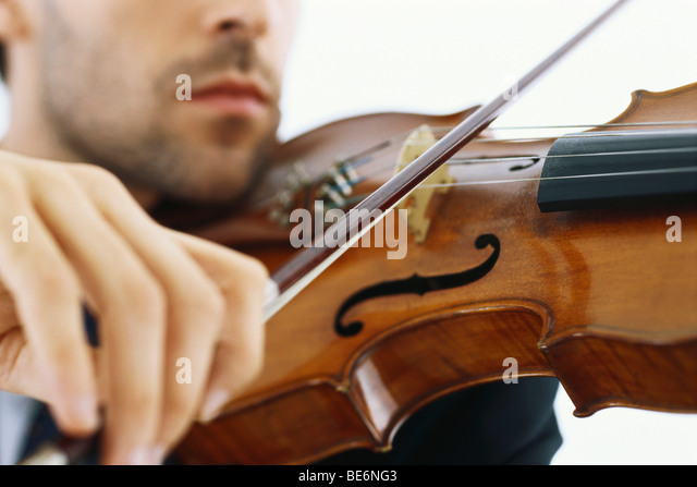 Geiger spielen Violine, beschnitten Stockbild