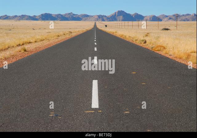 Einsame Straße in der Nähe Aus, Namibia, Afrika Stockbild