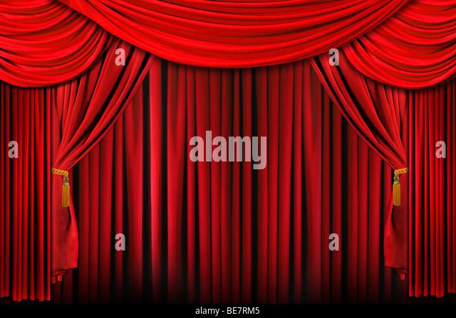 Vorhänge aus einem Stadium in hellen roten dramatische Beleuchtung Stockbild