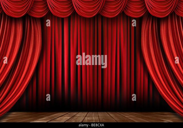 Dramatische helle rote Bühne Vorhänge mit vielen Girlanden Stockbild
