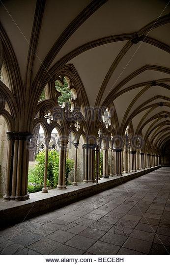 in einer Kathedrale Kreuzgang Stockbild
