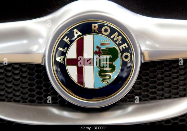 Alfa Romeo Emblem auf einem Auto Stockbild