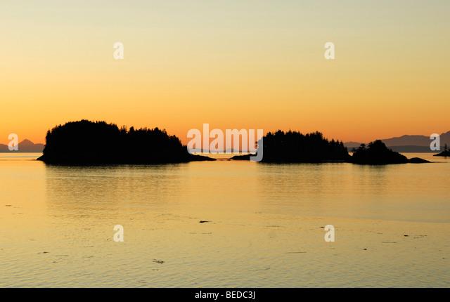 Gruppe von Inseln in der Nähe von Port Hardy vor Sonnenaufgang, Inside Passage, Vancouver Island, Kanada, Nordamerika Stockbild