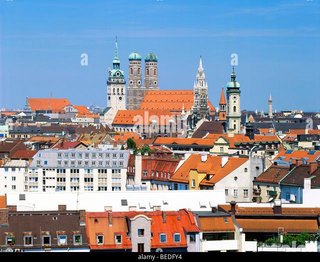 Zentrum von München mit Peterskirche, Frauenkirche, Dom, Rathaus und Heilig Geistkirche, München, Bayern, Stockbild