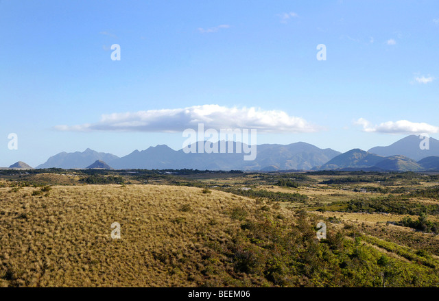 Madagaskar - Aussicht auf Berge über Buschland in der Nähe von Fort Dauphin Stockbild