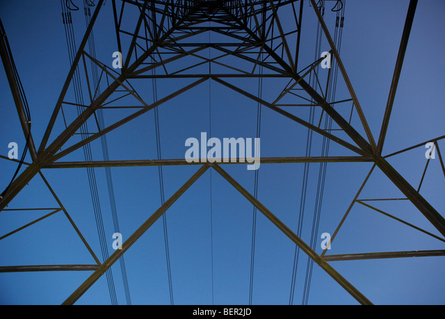 Pylonen und Stromkabel 2 Stockbild