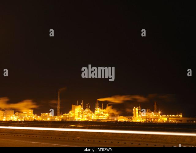 Industriehafen in der Nacht Stockbild