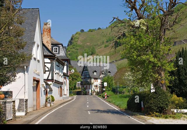 Straßenbild in Rissbach, Traben-Trarbach, Rheinland-Pfalz, Deutschland Stockbild