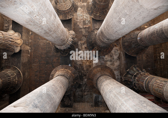 Columned Halle des Chnum Tempels von Esna, Esna, Ägypten Stockbild