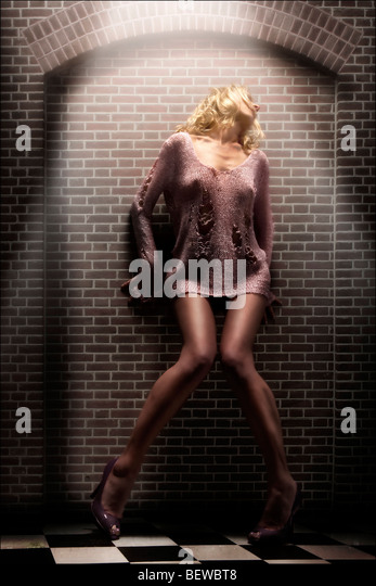 blonde Frau posiert, vollen Schuss Stockbild