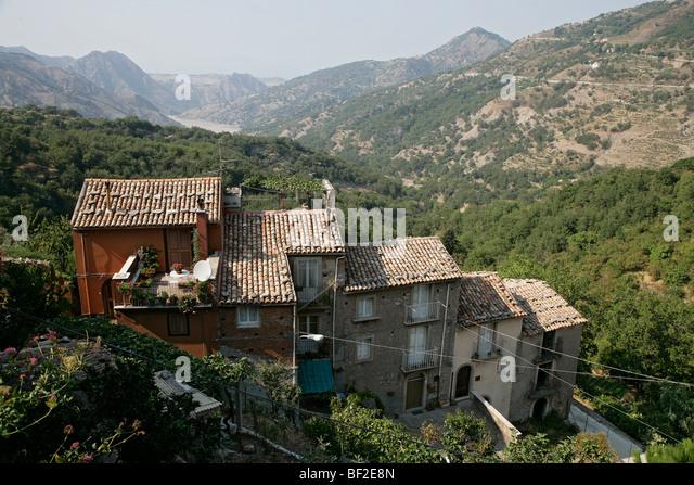 Ein Blick über Novara di Sicilia in der Nordküste östlich von Sizilien, Sicilia, Italien Stockbild