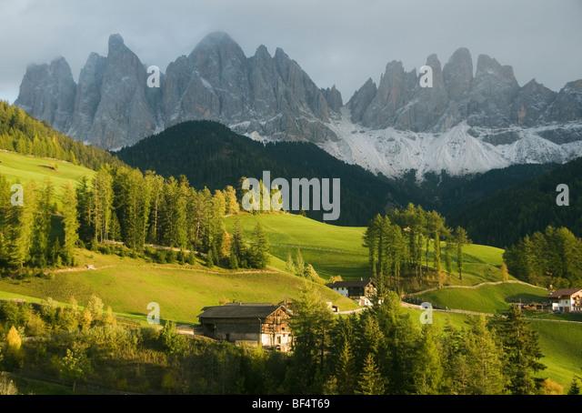 Geisler Bergen oberhalb von Val di Funes, Dolomiten, Italien Stockbild