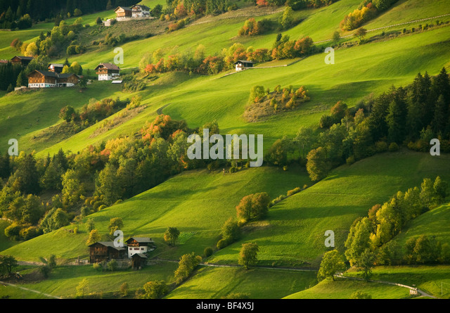 Häuser und Höfe, Val di Funes, Dolomiten, Trentino-Alto Adige, Italien Stockbild