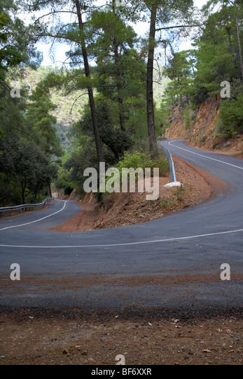 kurvenreichen kehre eine Bergstraße im Troodos-Gebirge Wald Republik Zypern Stockbild