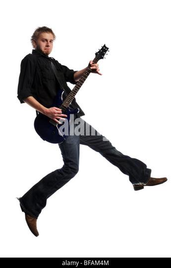 Musiker Gitarre zu spielen und springen auf einem weißen Hintergrund isoliert Stockbild